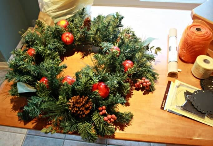 apple and pinecone wreath