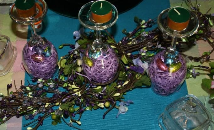 Easter Table Setting,wine glass centerpiece