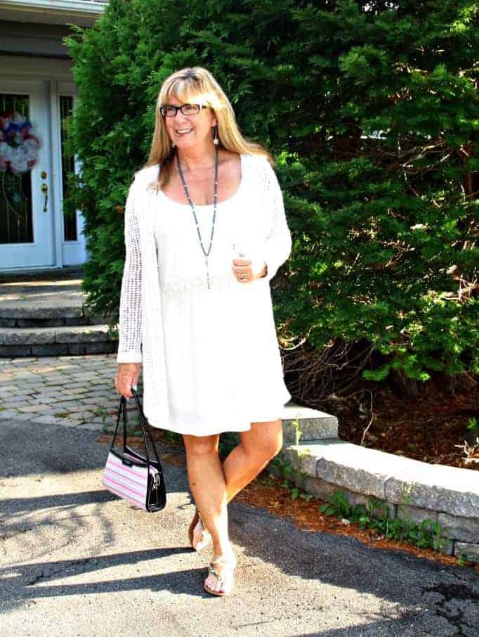 Day look of the Chiffon crochet dress