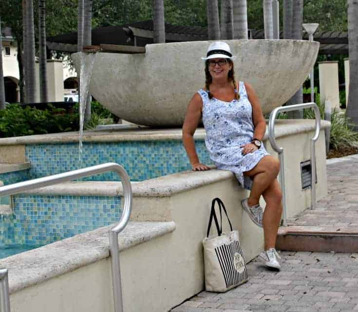 Old Navy Linen Sheath Dress, Fedora and Converse with Kate Spade Bag