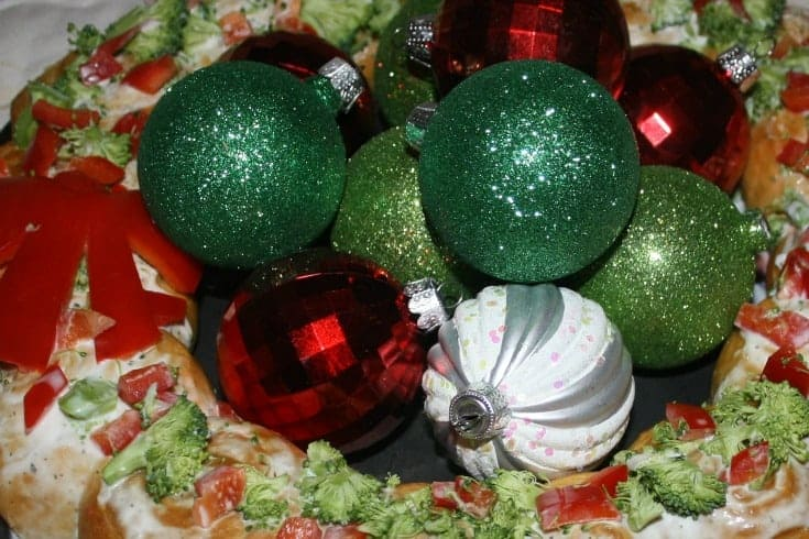 Christmas Croissant wreath with red peppers and broccoli