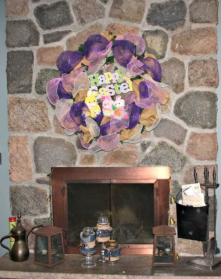 Decomesh Easter wreath for the fireplace
