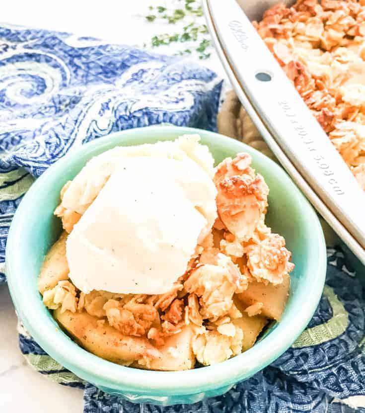 apple crisp in a bowl