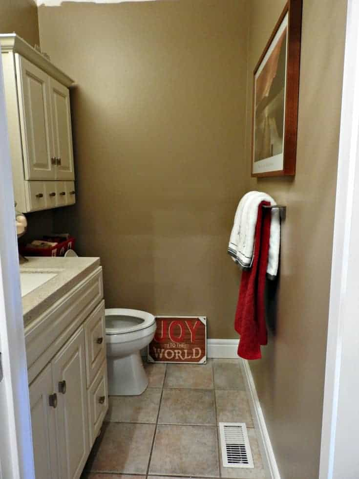 New bathroom with baseboards and doors by Metrie
