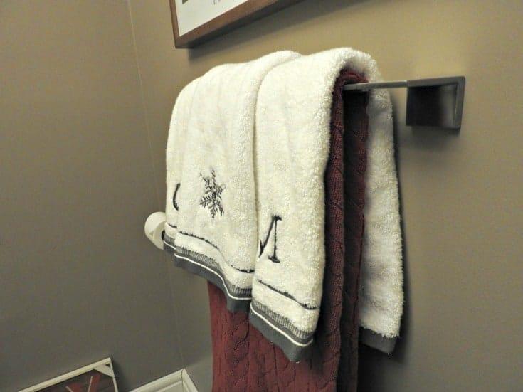 VERO™ Toilet Tissue Holder and towel Bar