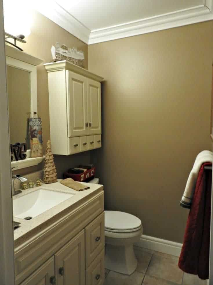 Crown moulding from Metrie, upscale the bathroom