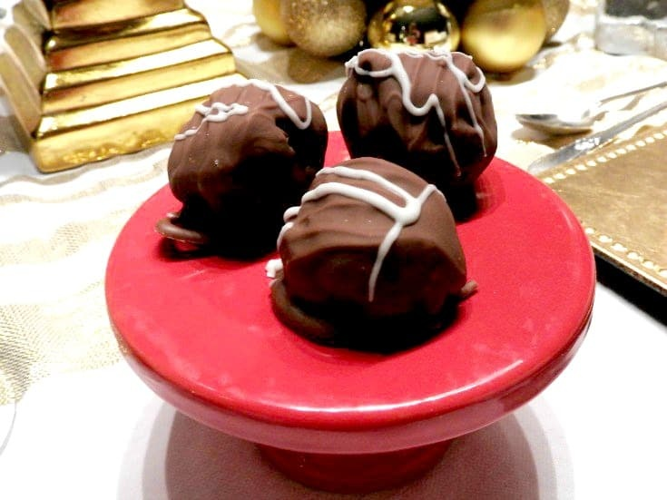 Oreo Truffles for Valentines Day, the poor man truffle that tastes so rich