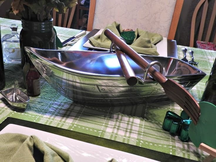 Row boat salad bowl