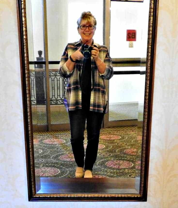 Selfie in Old Navy Plaid and Haggar Dream Jeans with a Flaunt it 7 Charming Sisters necklace at the Chateau Laurier