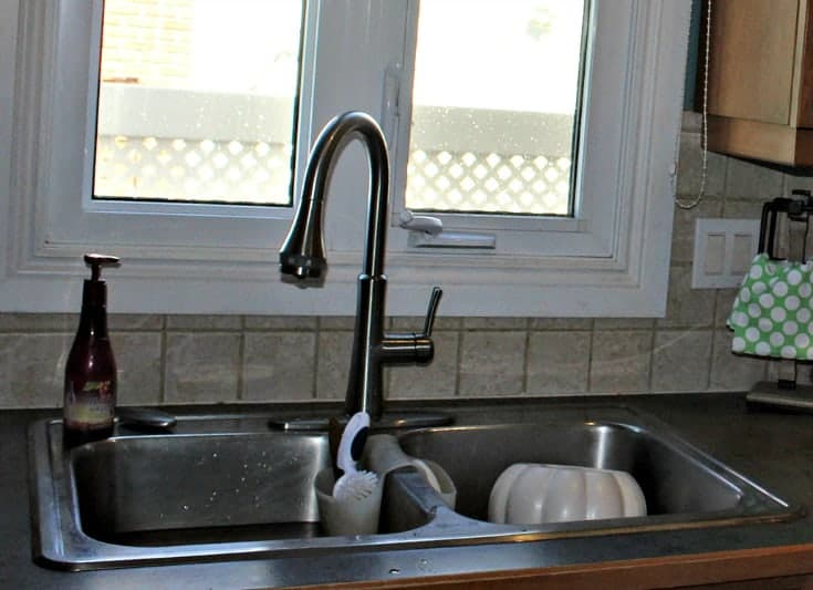 10 steps to replacing a kitchen faucet on your own