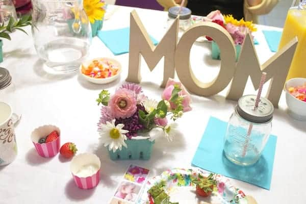 moms tablescape