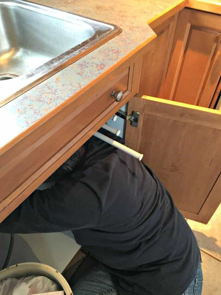 10 steps to replacing a kitchen faucet by yourself