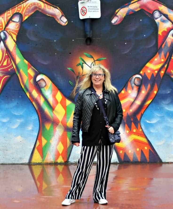wall mural in Toronto near the CN tower and a fun outfit