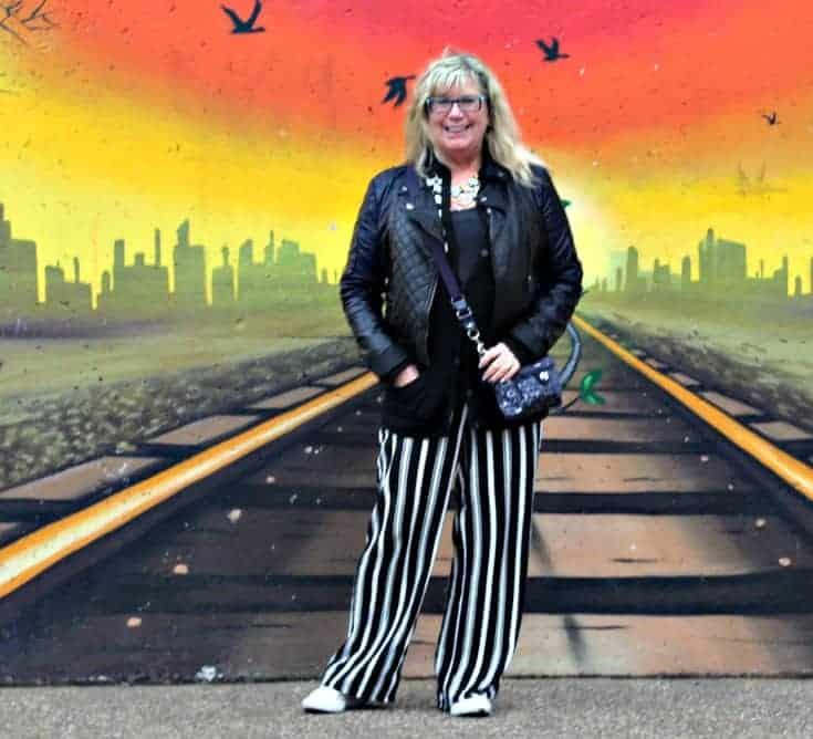 wall mural in Toronto where I can walk the tracks