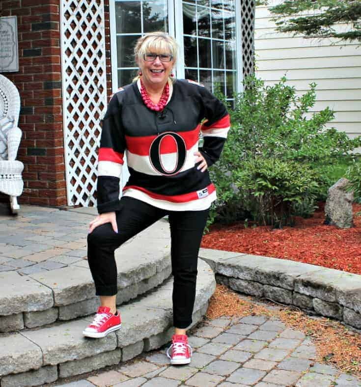 Ottawa Senators Jersey with black pants and red converse 7