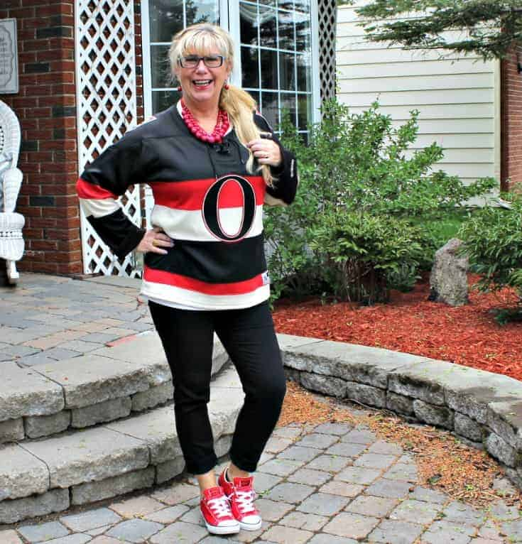 Ottawa Senators Jersey with black pants and red converse 6