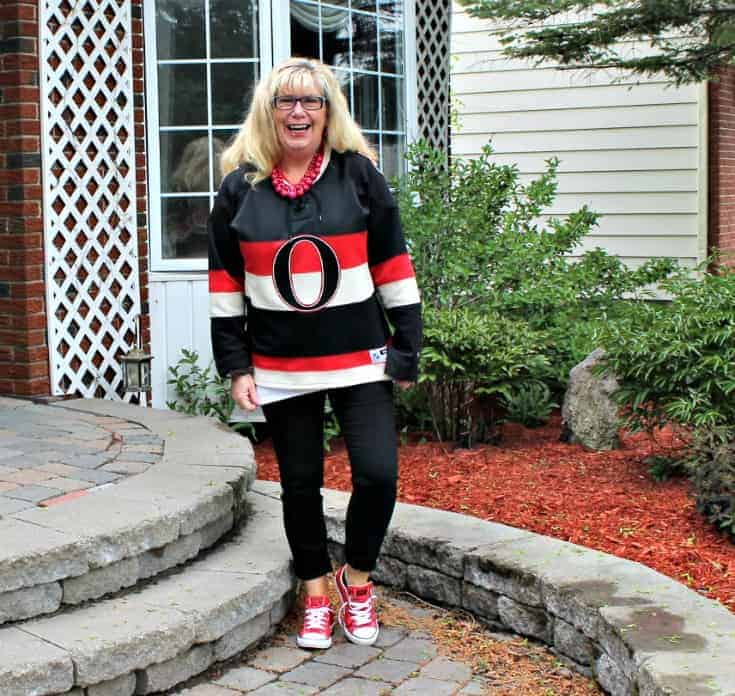 Ottawa Senators Jersey with black pants and red converse 1