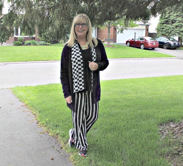 Checkes and Stripes in a flowy outfit with Neon Nike sneakers and a fun yosa necklace