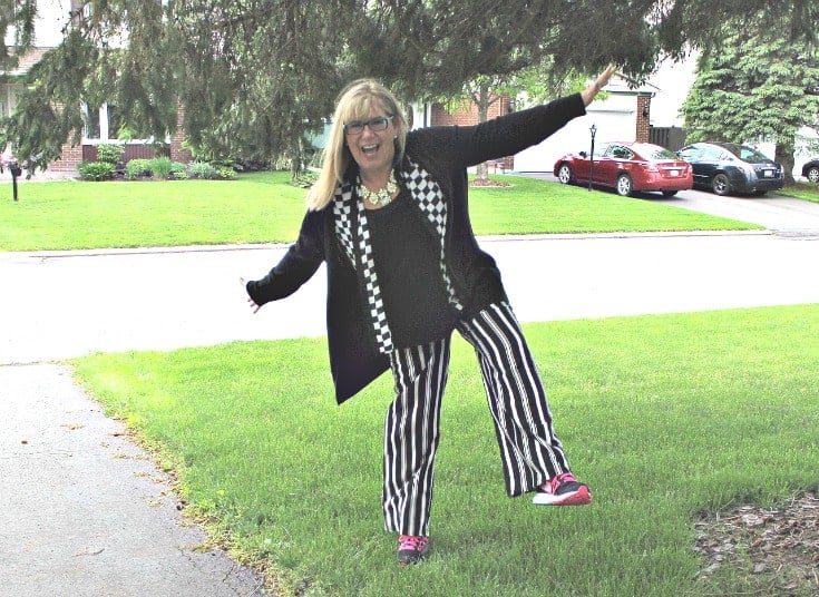 Checkes and Stripes in a flowy outfit with Neon Nike sneakers and a fun yosa necklace 3
