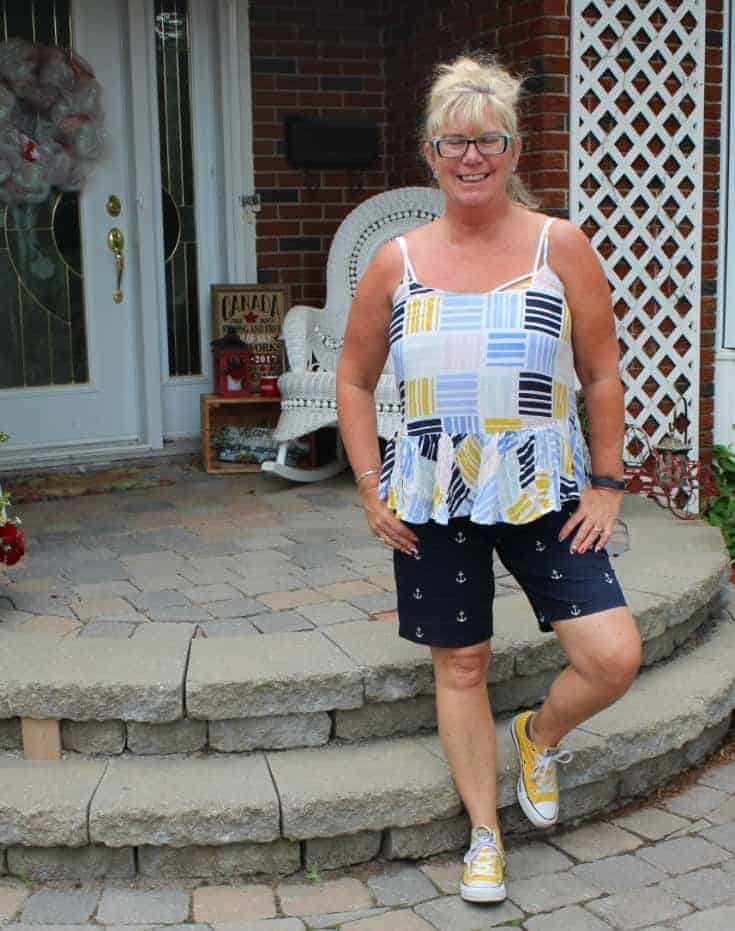 Old navy cami with anchor shorts and yellow converse 4