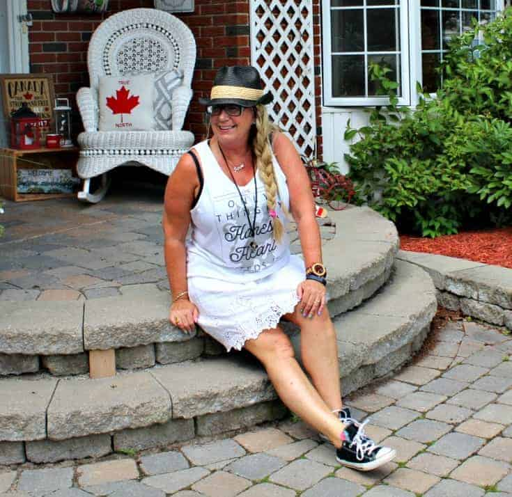 Honest Heart Collective Tank and lace skirt with converse and a fedora for Bluesfest
