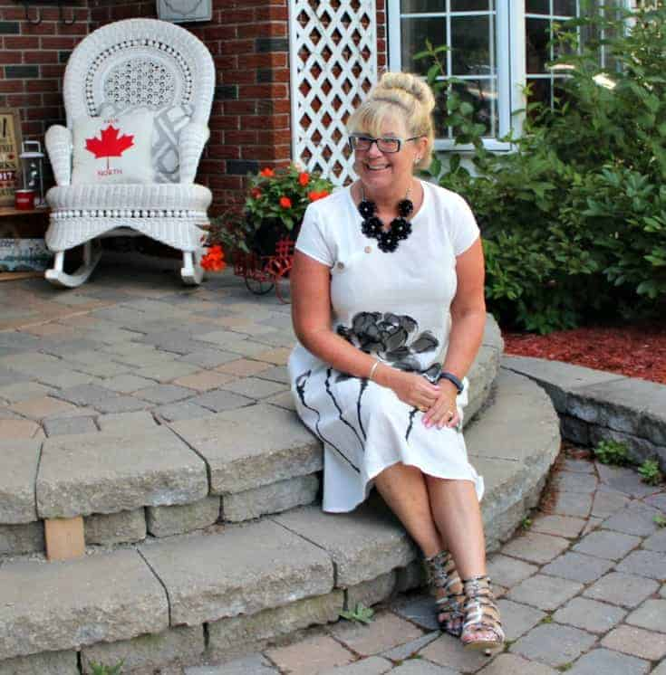 sitting pretty in a Fashion Mia White Linen Shift with a black floral necklace