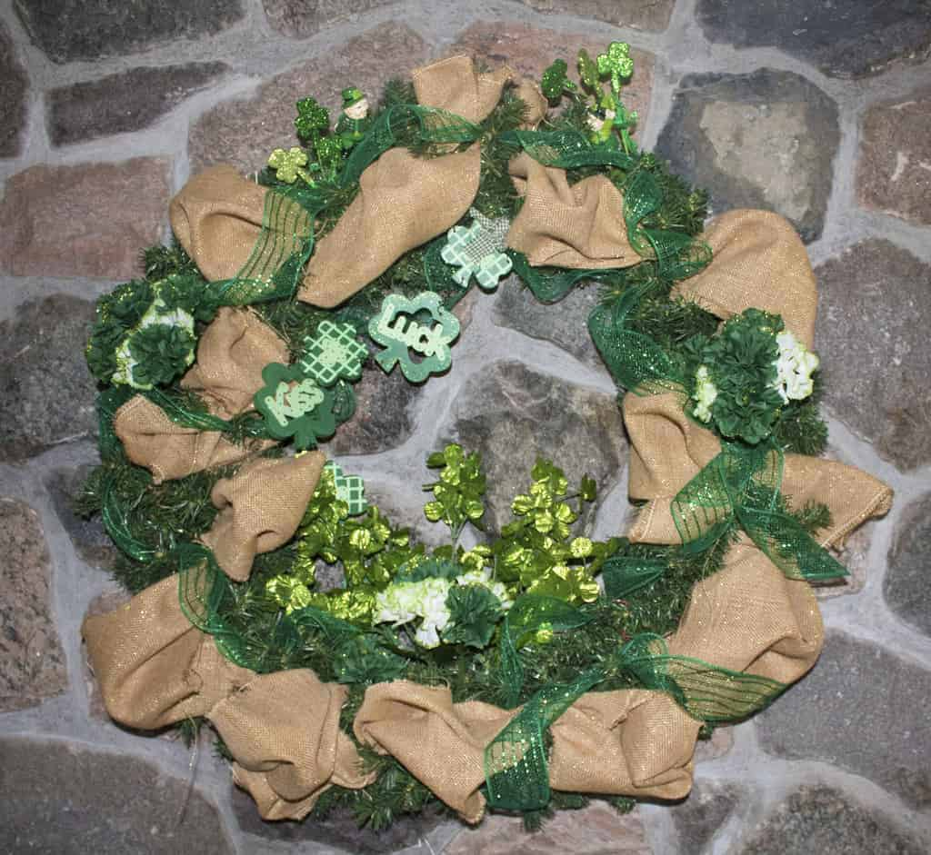 st patrick 39 s day decorations with a wreath a labour of life. Black Bedroom Furniture Sets. Home Design Ideas
