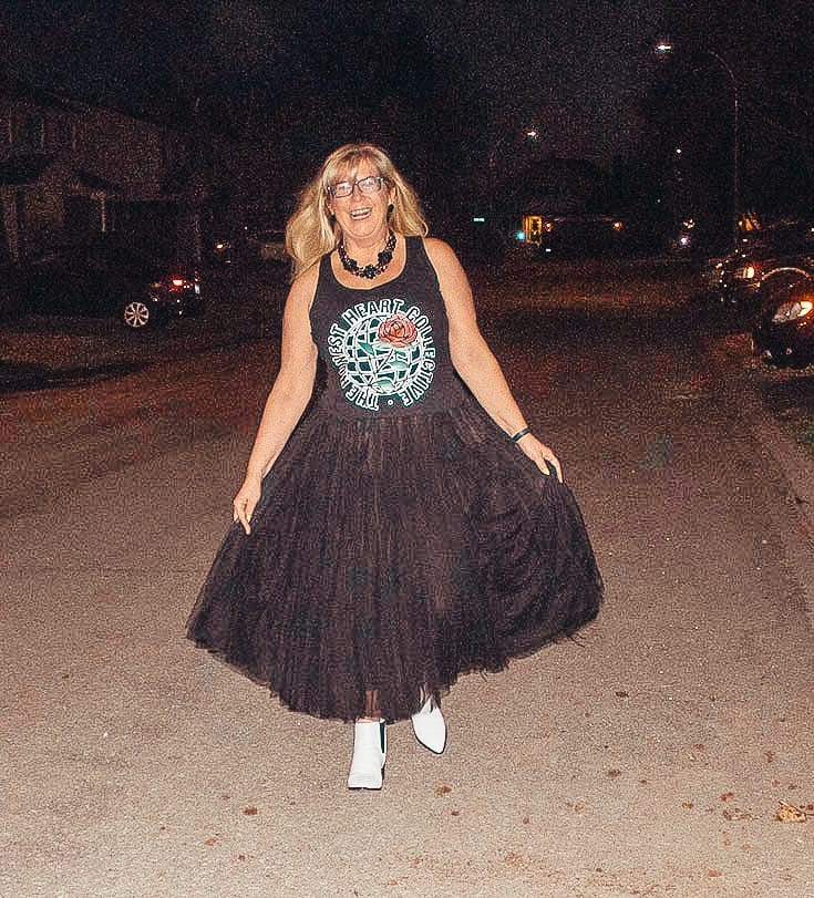 Tulle skirt and a graphic tee with white booties