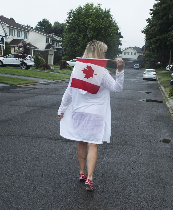 Canada flad and a linen cardigan