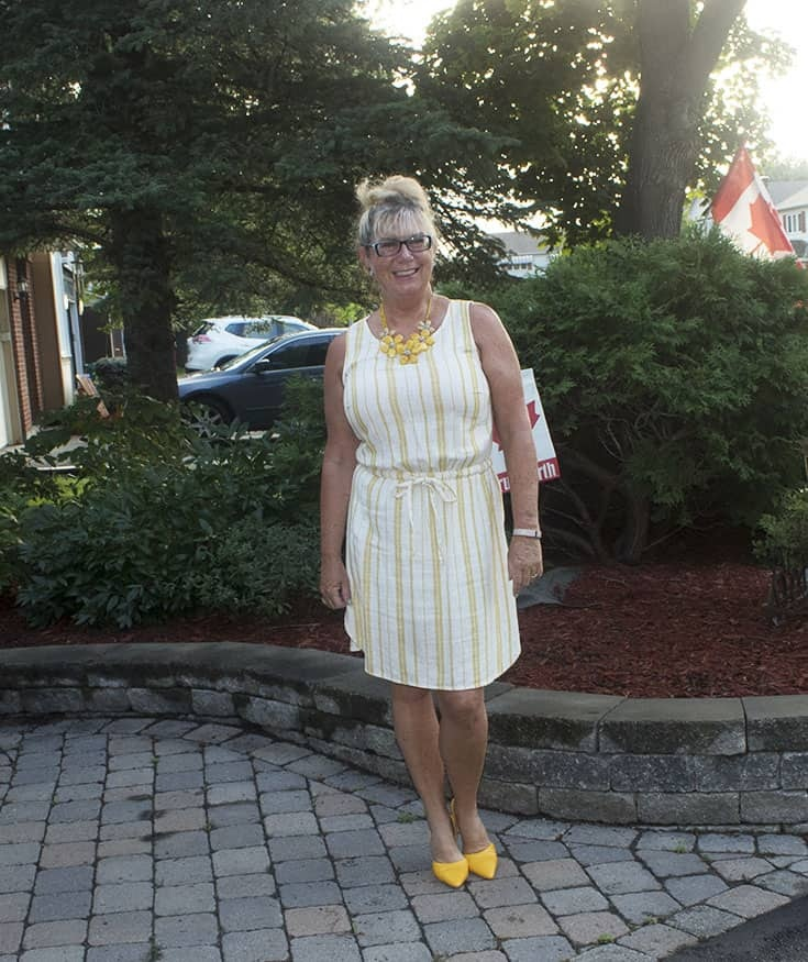 Old Navy linen shift and floral necklace