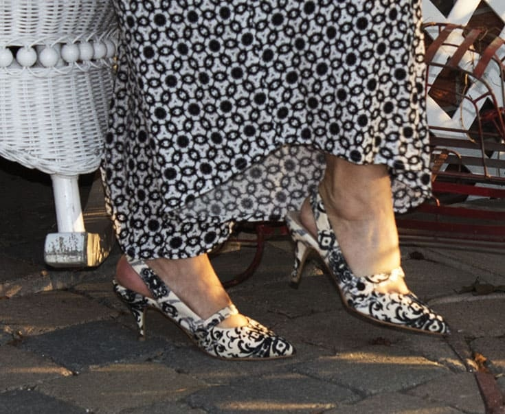 shoe Dazzle black and white shoes