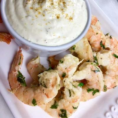 warm garlic shrimp with dip