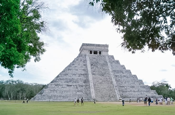 chitzen itza with a labour of life