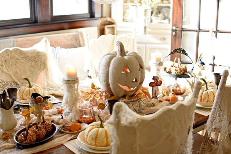 vintage halloween table