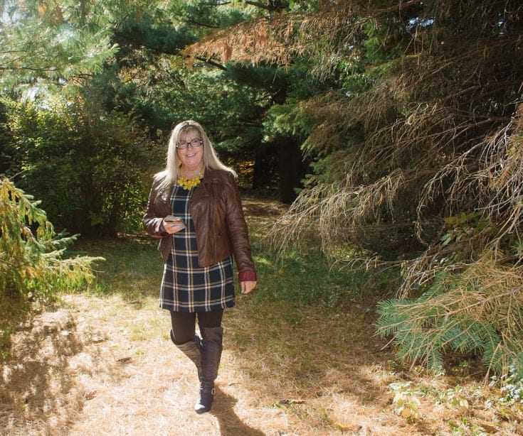old navy plaid tunic and fall foliage 2