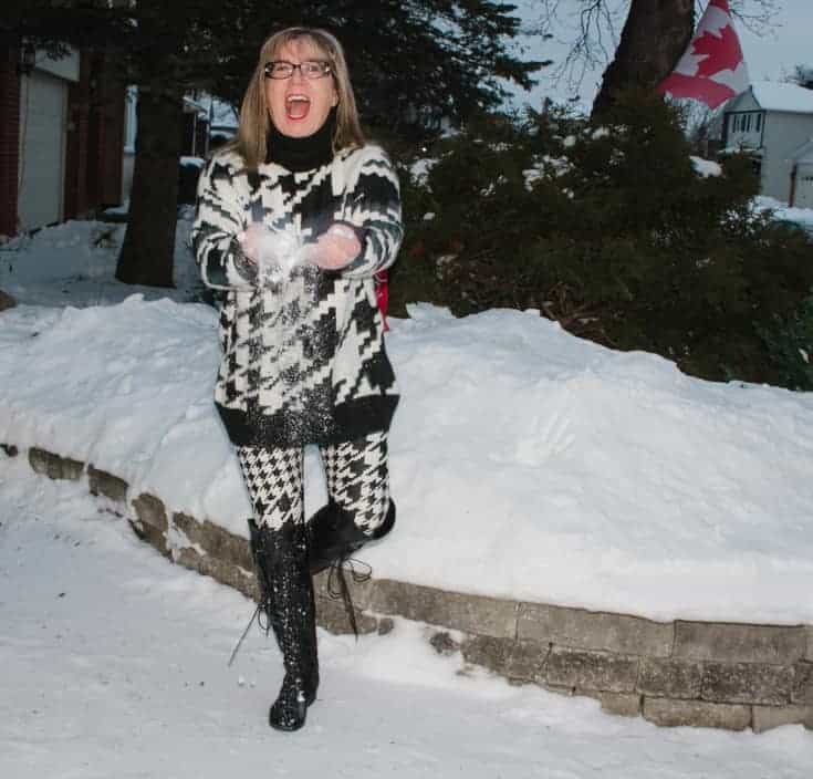 HM houndstooth sweater and leggings in the snow 4
