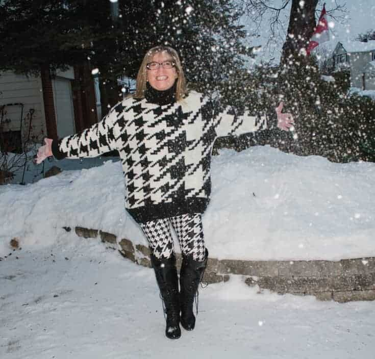 HM houndstooth sweater and leggings in the snow 5