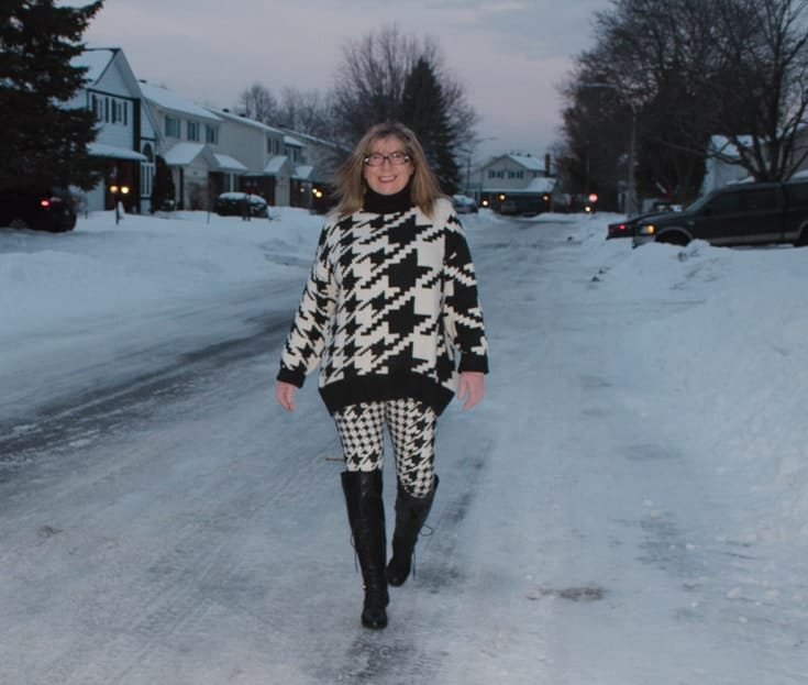 HM houndstooth sweater and leggings in the snow