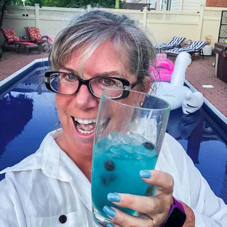 drinking a cruzan schooner