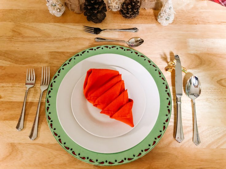 place setting with Thanksgiving turkey fold