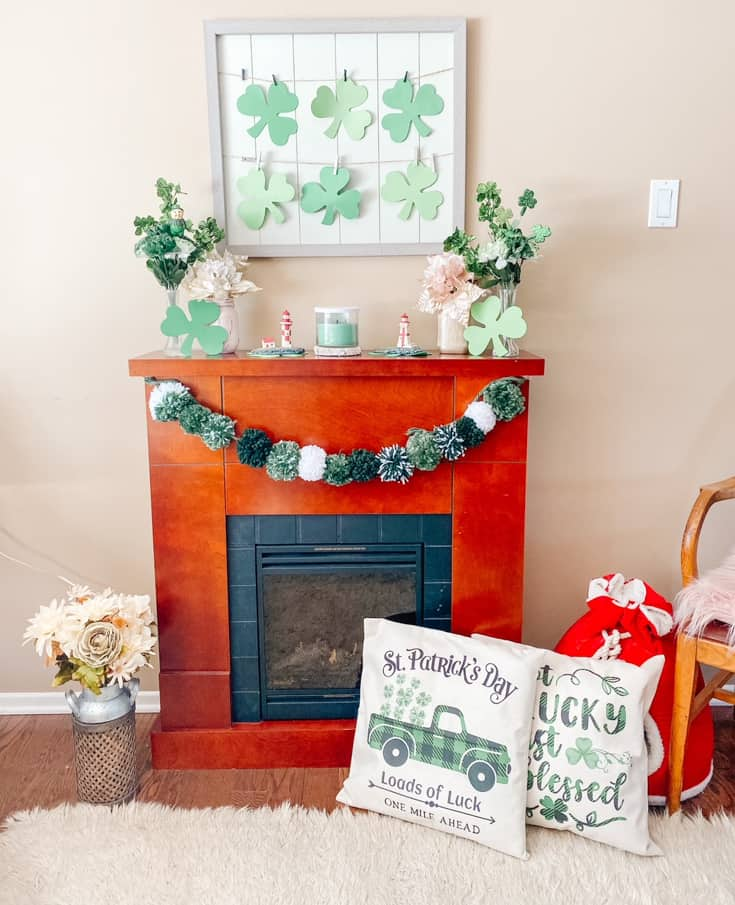 Mantle dcorated for t Patricks day