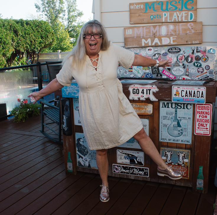 happy in shoe dazzle oxfords and linen dress