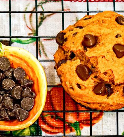 Pumpkin Chocolate Chip Muffins (3 ingredients)
